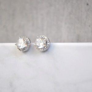 Jewelry - 18k silver stud earrings